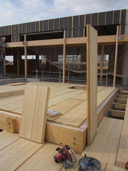 Plancher et support de couverture en bois lamellé-collé