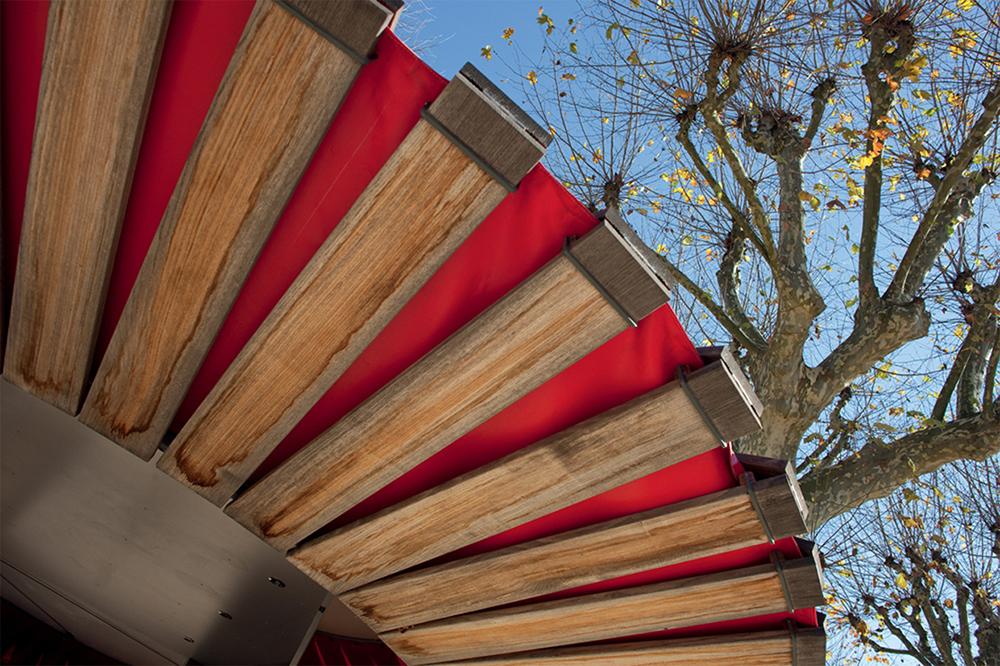 Kiosque friandises peau de bois la maison bois par for Construire un kiosque en bois