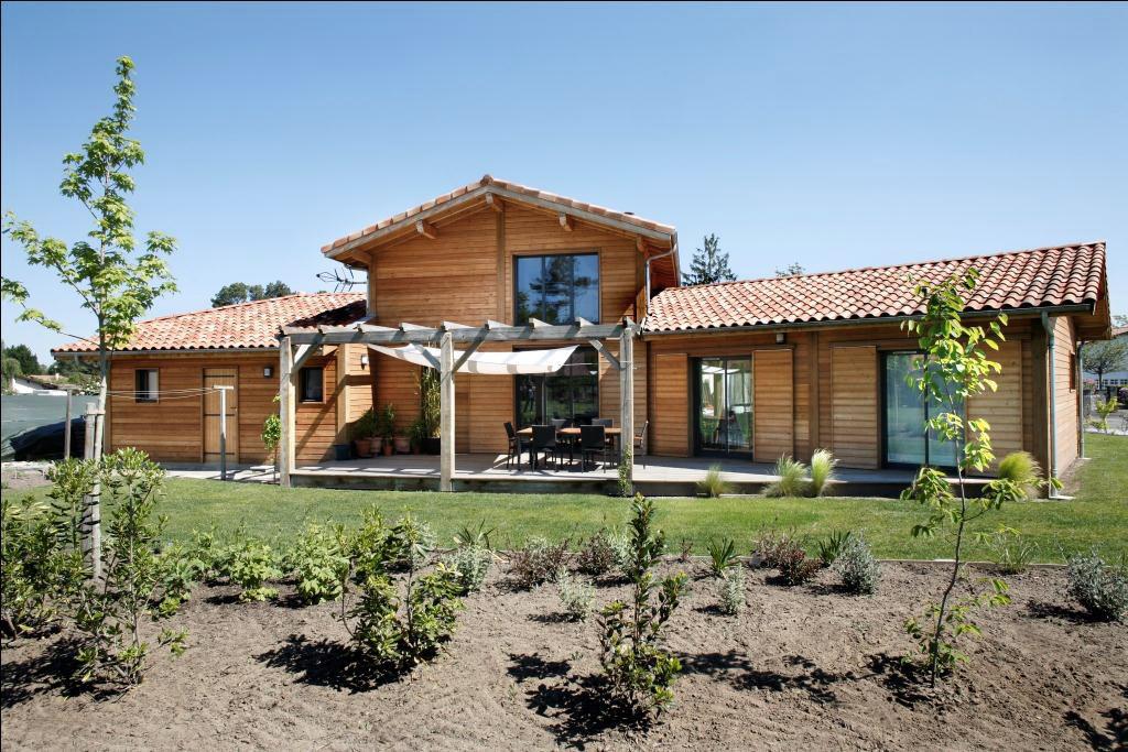Maison poteaux poutres en aquitaine par maison bois for Maison en bois image