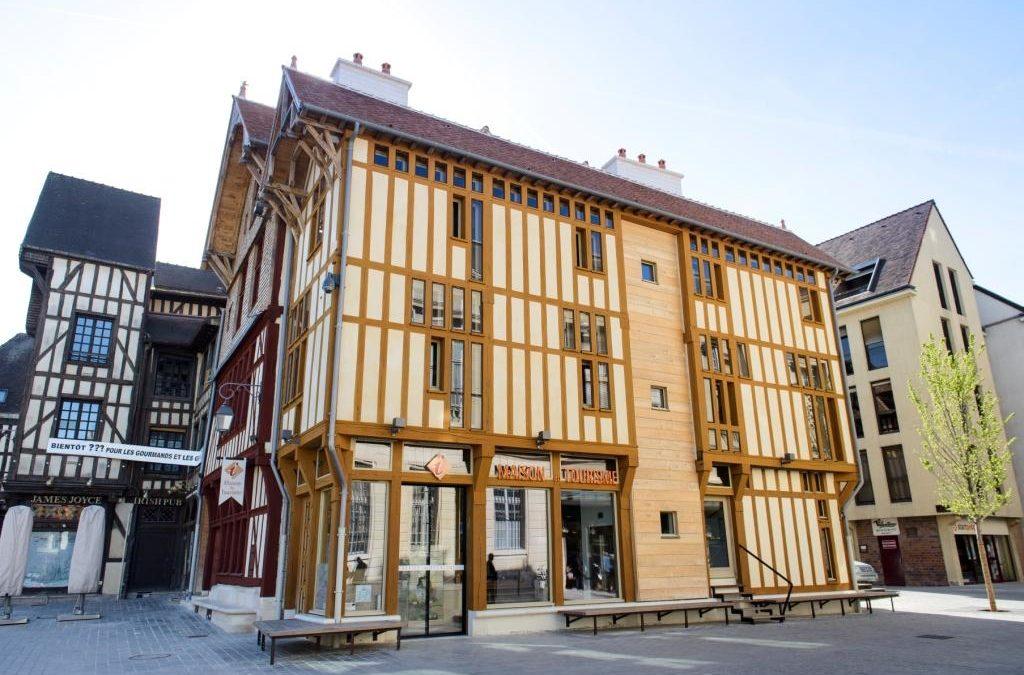 Réhabilitation et extension d'une maison à pans de bois du XVIème siècle