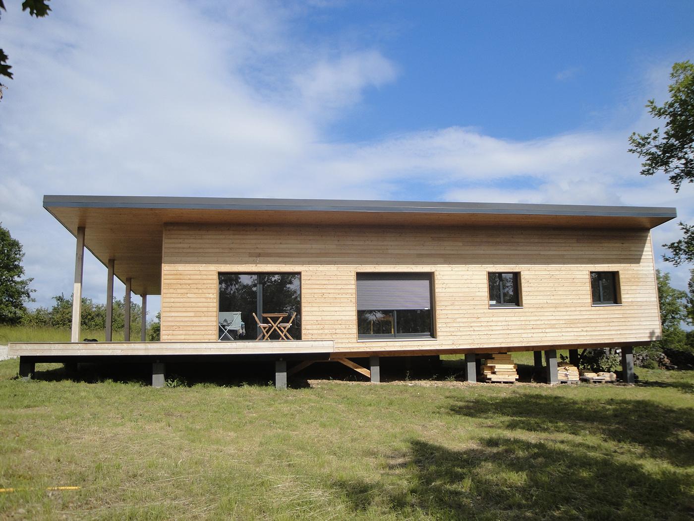 Maison contemporaine en ossature bois par evobois la maison bois par maisons for Maison en bois moderne