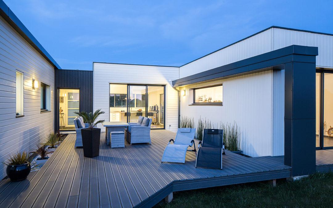 Maison en bois la maison bois par maisons for Style contemporain architecture