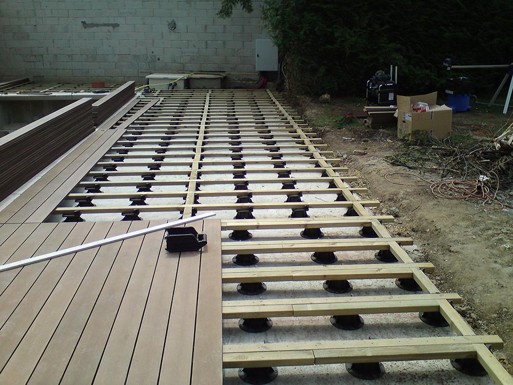 bpi fabricant de plots r glables pour tous types de terrasses la maison bois par maisons. Black Bedroom Furniture Sets. Home Design Ideas