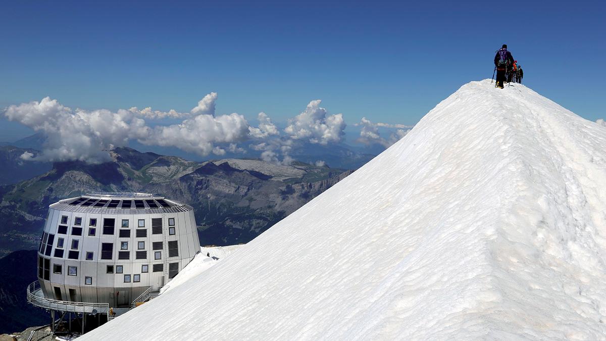 le refuge du go ter altitude 3837 m un d fi fou la maison bois par maisons. Black Bedroom Furniture Sets. Home Design Ideas