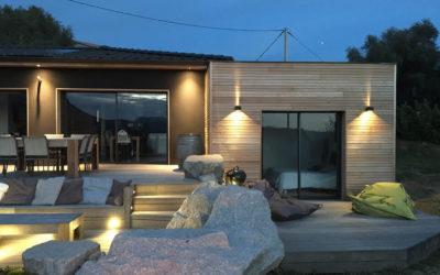 """Maison bois """"Code noir"""" par M et M en Corse à proximité d'Ajaccio"""