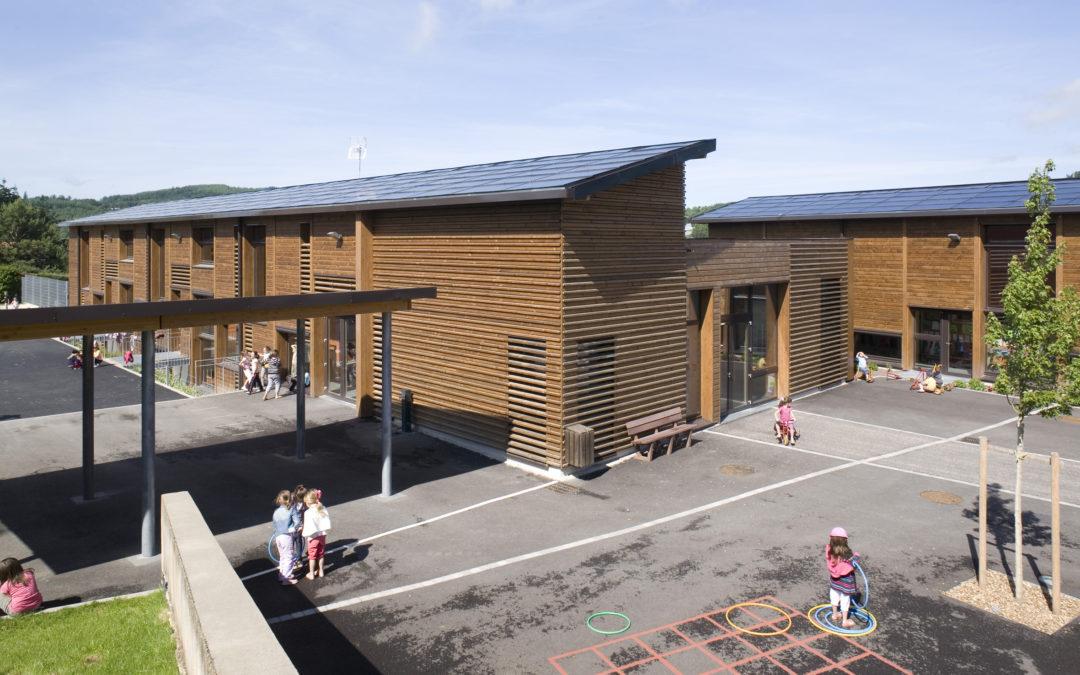 L'école communale au coeur du village de Montrottier (69)