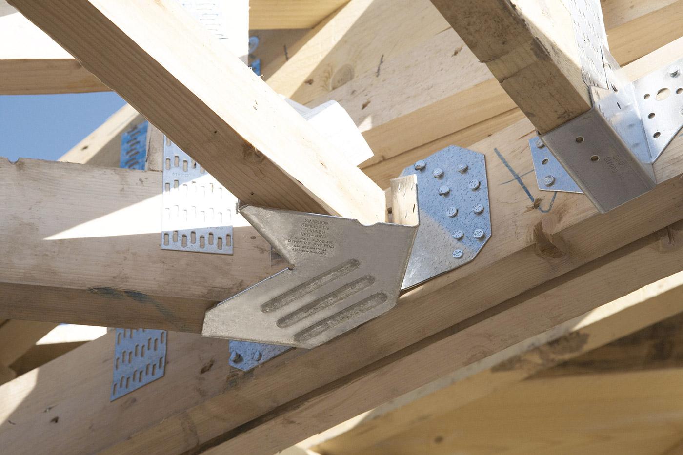Les assemblages les plus courants en matière de construction bois sont à base de pointes clous vis tiges filetées de plus en plus répandus