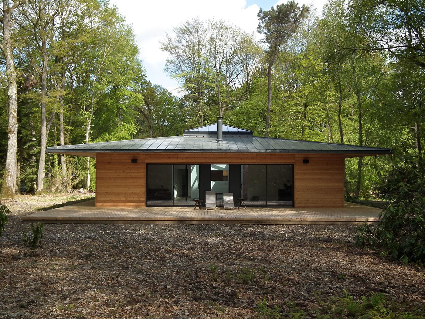 Normandie une maison ossature bois carr e en pleine for Constructeur de maison individuelle ossature bois