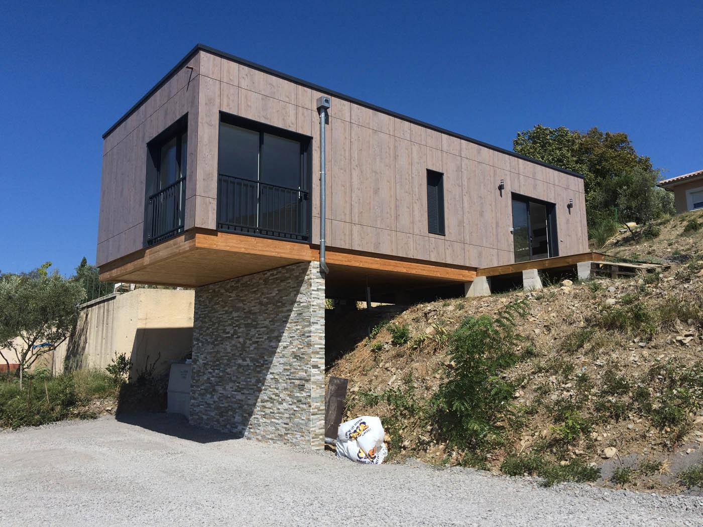 petite maison bois en porte faux par moulin charpente constructeur bois en ard che. Black Bedroom Furniture Sets. Home Design Ideas