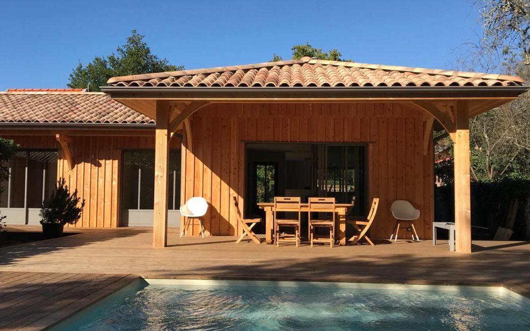Maison à ossature bois  à bardage vertical à Lacanau, réalisée par Ami Bois (33)