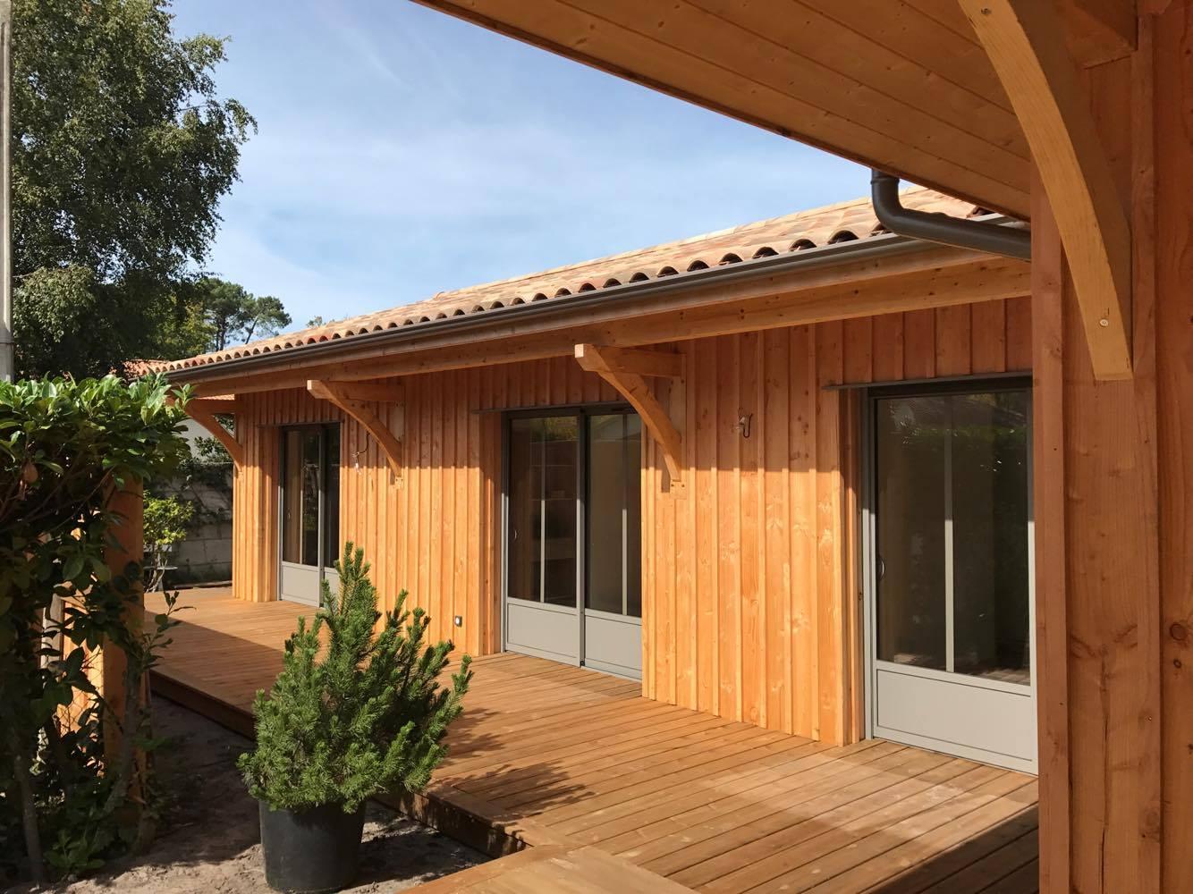 maison ossature bois bardage vertical lacanau r alis e par ami bois 33. Black Bedroom Furniture Sets. Home Design Ideas