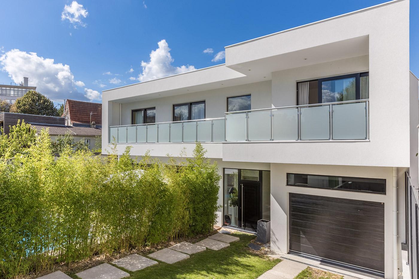 Architecture pur e et design minimaliste pour une maison for Architecture maison design