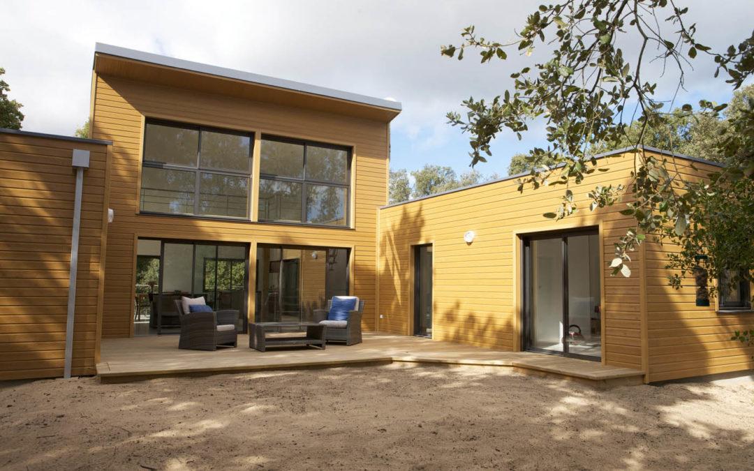 DUNE par ARCADIAL : intégration naturelle d'une maison ossature bois sur une dune