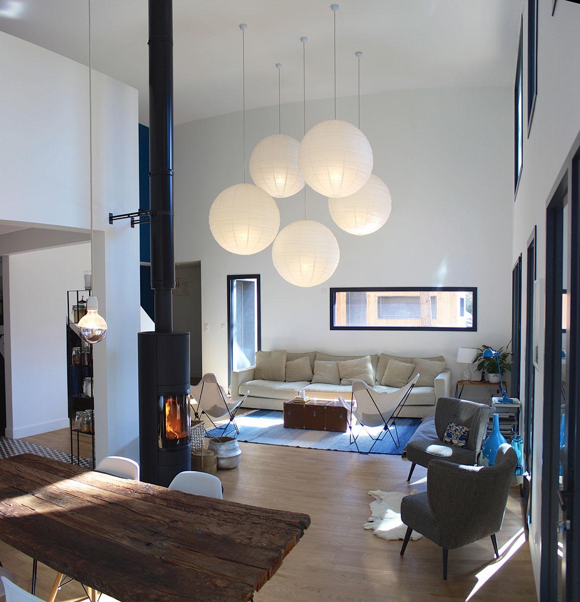 La belle planque est la maison dun architecte dune romancière et de leur fils de 6 ans vivre dans une forêt a toujours été un rêve commun et
