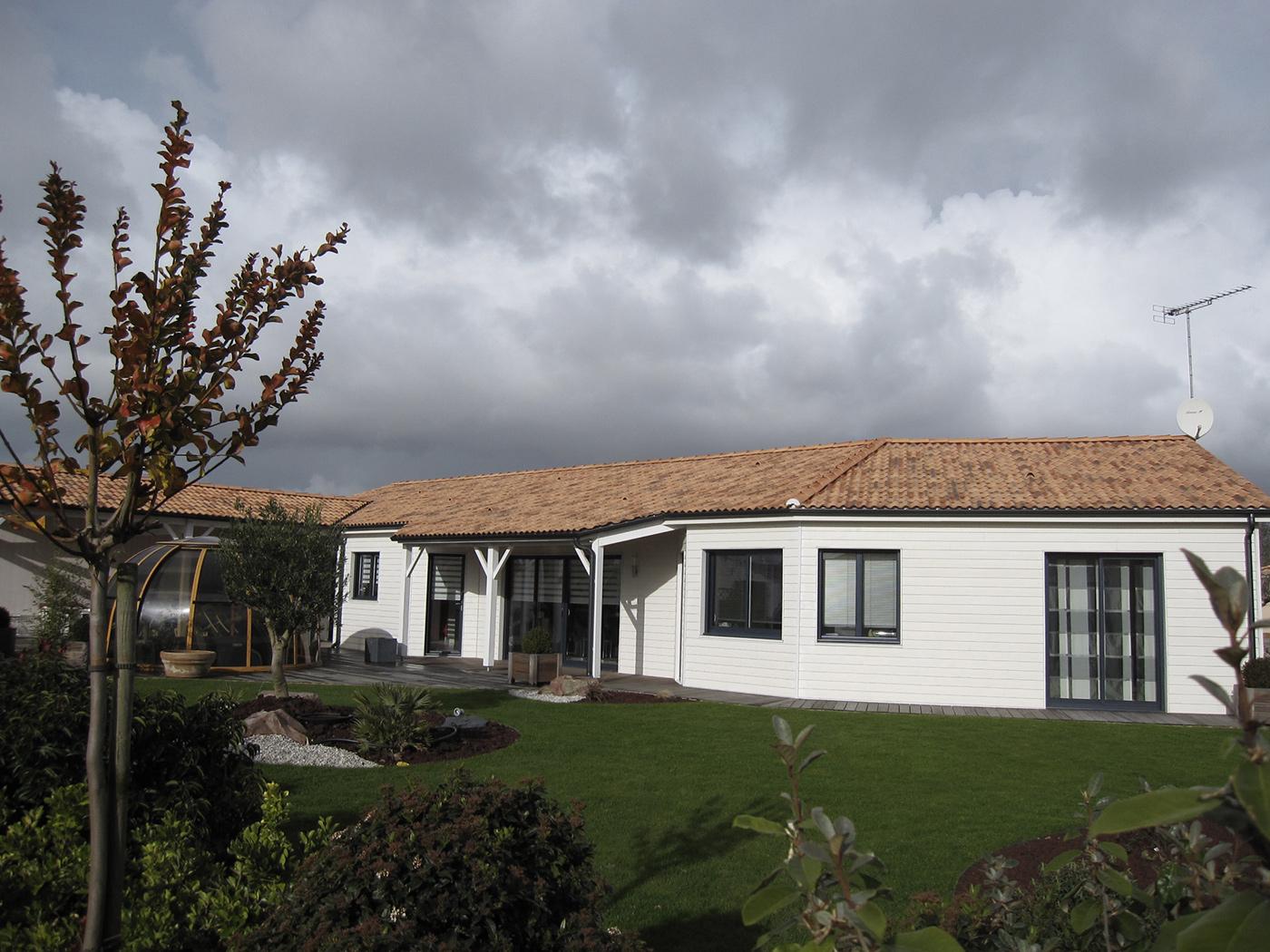 Maison individuelle spacieuse de plain pied en Vendée par Loiseau Maison Bois la maison bois  # Maison Bois Vendée