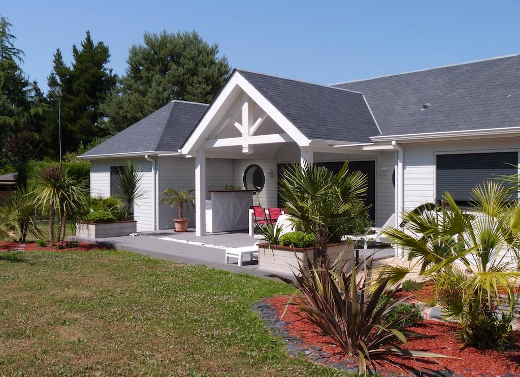 stunning la grande terrasse couverte ct sud offre un cadre de vie serein propice une vie. Black Bedroom Furniture Sets. Home Design Ideas