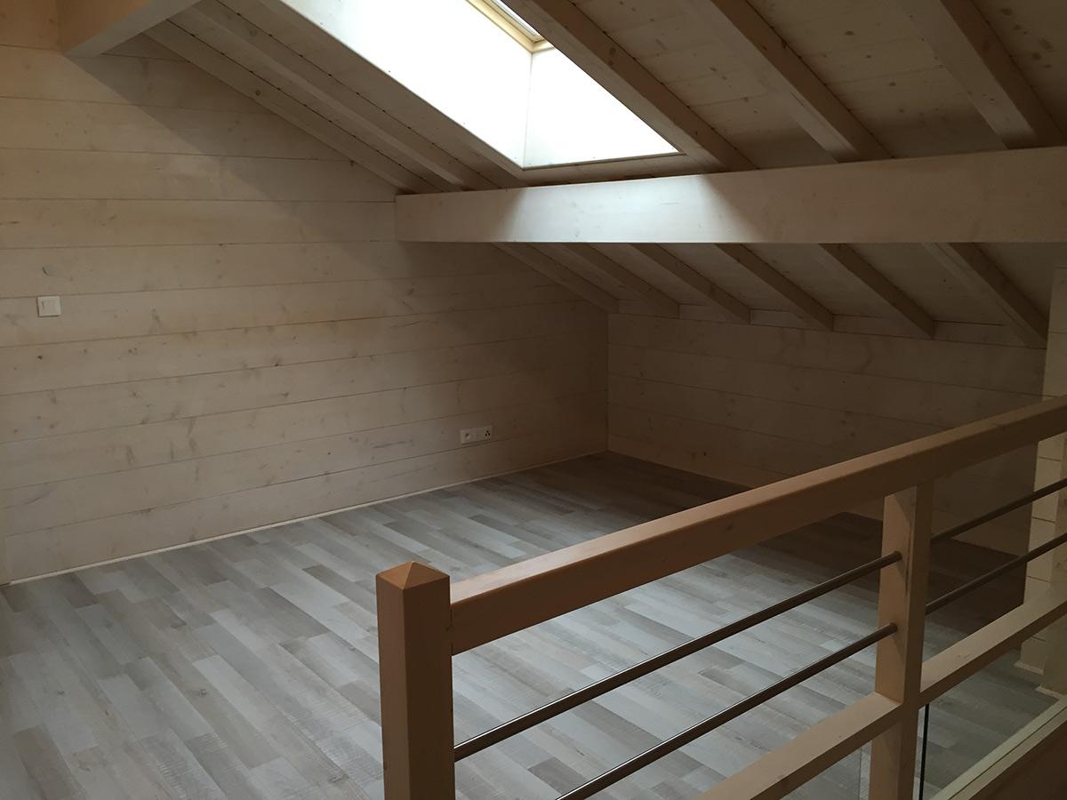 maison en madriers de bois avec ite par chalets boisson la maison bois par maisons. Black Bedroom Furniture Sets. Home Design Ideas