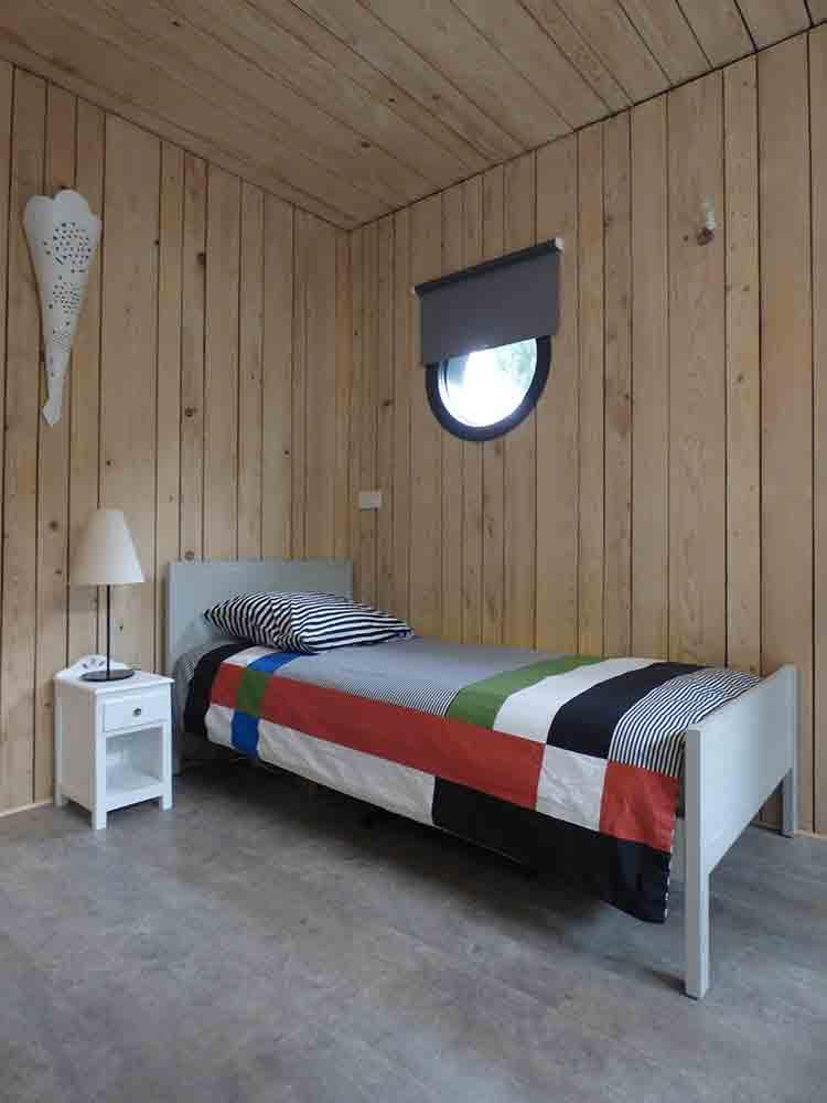 studio de jardin ind pendant en ossature bois avec toiture. Black Bedroom Furniture Sets. Home Design Ideas